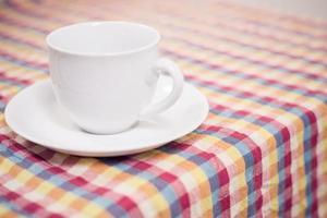 kopje thee op tafel foto