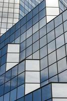 blauw glas textuur van wolkenkrabber foto