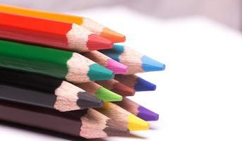 kleurrijke potloden foto
