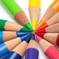 gekleurde buntstifte potloden in een cirkel foto