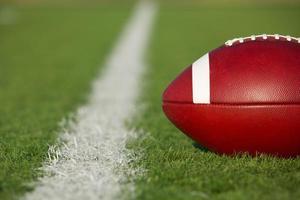 American football in de buurt van de lijn foto