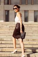 portret van zakenvrouw in zonnebril foto