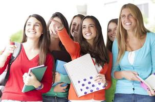jonge lachende studenten foto