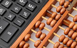 rekenmachine en telraam foto