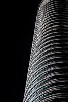 petronas twin towers 's nachts foto