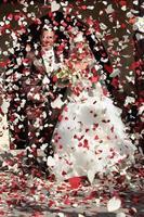 huwelijk à l'église, une pluie de coeur foto