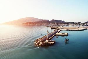 uitzicht op de haven van zakynthos vanaf een cruiseschip foto