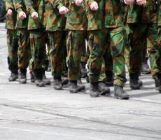 soldaten marcheren foto