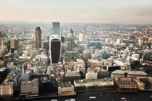 stad Londen bij zonsondergang foto