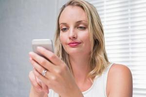 mooie zakenvrouw SMS-berichten foto
