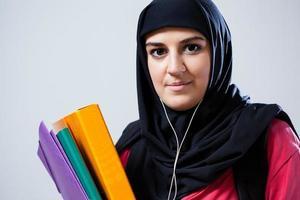 jonge moslimvrouw voor school foto