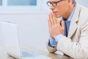 zakenman verwacht zenuwachtig probleemoplossing foto