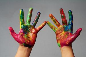 gekleurde handen foto