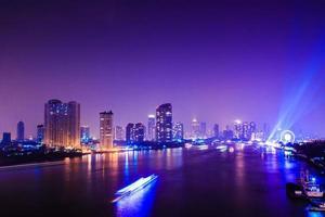 de stad van Bangkok bij nacht, Thailand foto