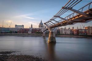 millennium bridge, londen, uk foto
