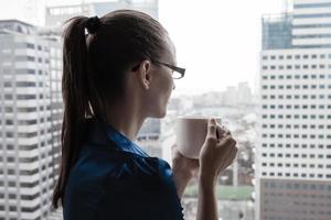 bedrijfsvrouw in de stad foto