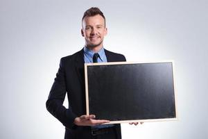 zakenman toont u een schoolbord foto