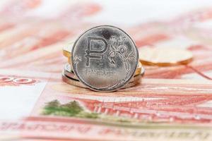Russische valuta, roebel: bankbiljetten en munten close-up foto