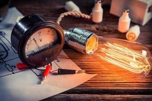 studie van elektrische stroom in het natuurkundig laboratorium foto