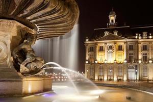 fontein van de drie genaden in bourse square, bordeaux foto