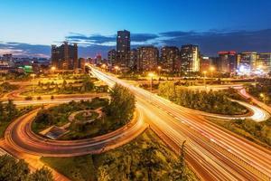 china beijing viaduct na zonsondergang nacht foto