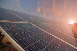 elektriciteitscentrale die gebruik maakt van hernieuwbare zonne-energie met zon