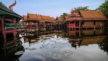 drijvende markt in Thailand foto