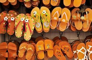 rek met sandalen foto