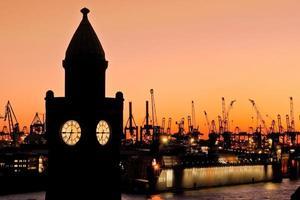 haven van Hamburg scène op de pier