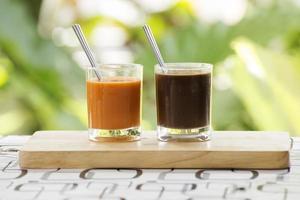 glas Thaise thee en koffie