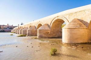 Romeinse brug van cordoba foto
