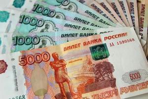 Russische roebelsbankbiljetten plaatsten een fan. foto