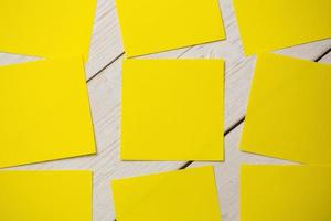 gele post-its foto