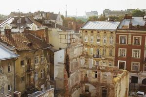 verwoeste woning in het stadscentrum