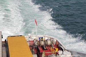 touwen op een veerboot foto