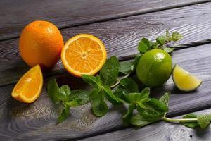 sinaasappels met limoen. foto