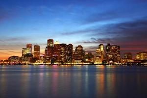 Boston skyline in de nacht, Massachusetts, Verenigde Staten