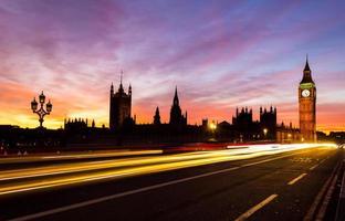 Westminster en kleurrijke zonsondergang foto