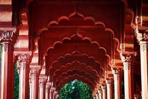 arcade in het rode fort, delhi, india foto