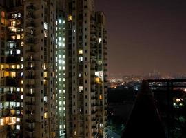 balkon uitzicht op gebouw foto
