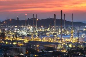 olie-industrie - raffinaderijfabriek foto