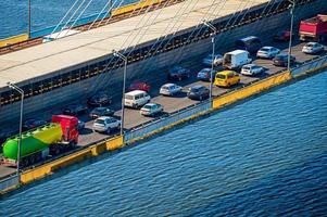 verkeersprobleem op een brug foto