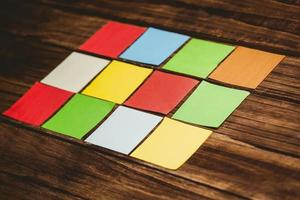 kleurrijke plakkerige post-its foto