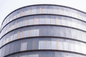 abstracte gevellijnen en glasreflectie op modern gebouw, foto