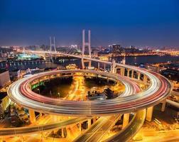 shanghai nanpu-brug bij nacht foto