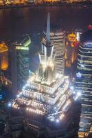 shanghai pudong skyline 's nachts, jinmao toren, foto