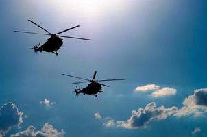 twee helikopters foto