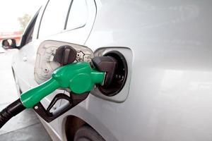 gas pompen bij de benzinepomp.