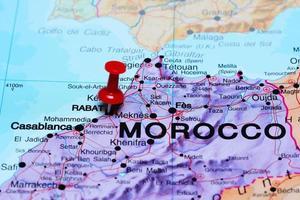 Rabat vastgemaakt op een kaart van Afrika foto