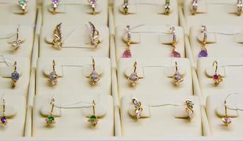 gouden oorbellen foto